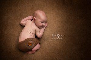 newborn baby photographer - Sandbach, Cheshire - tushi up