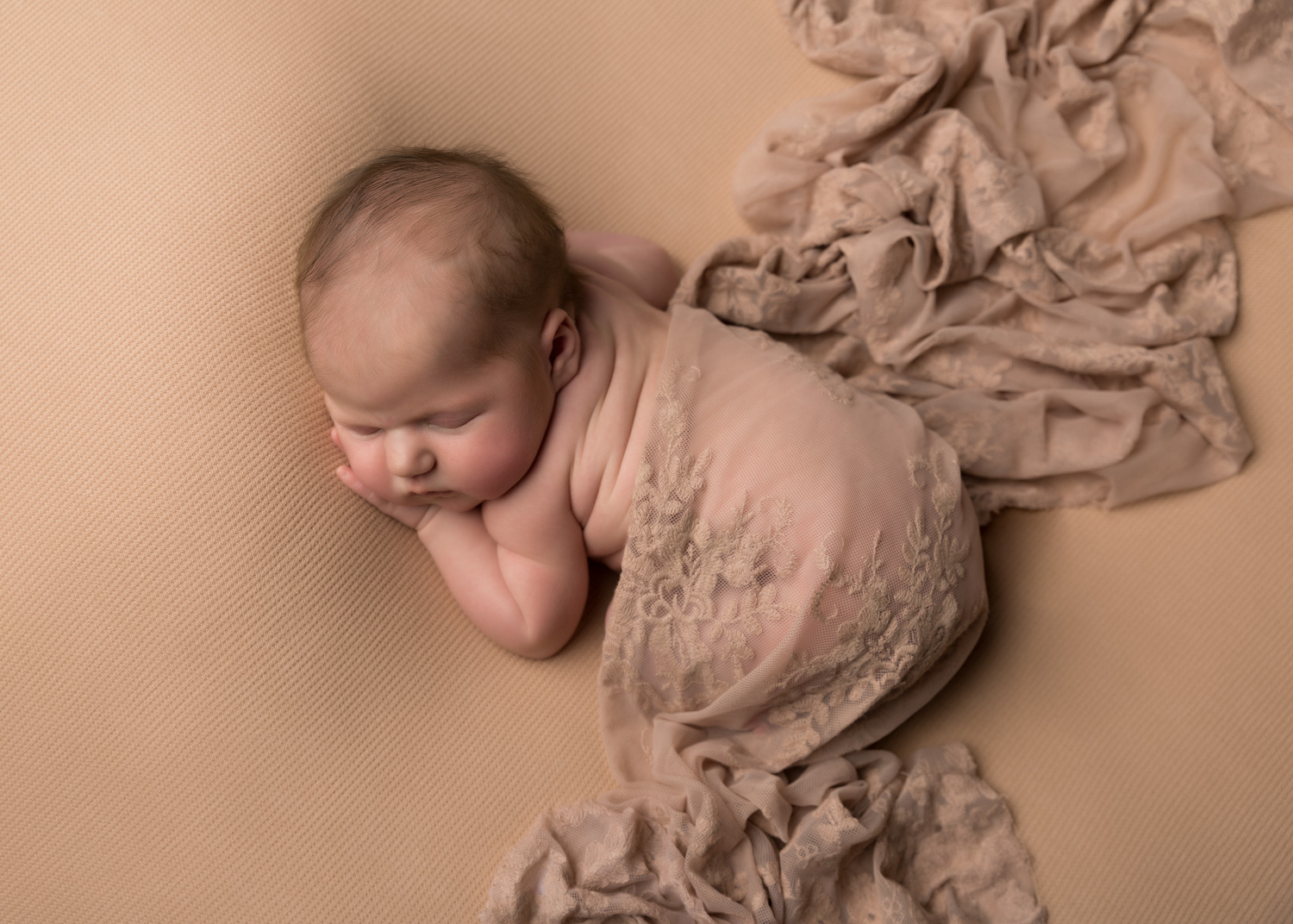 What to expect at your newborn photo shoot.  Newborn Photographer – Cheshire