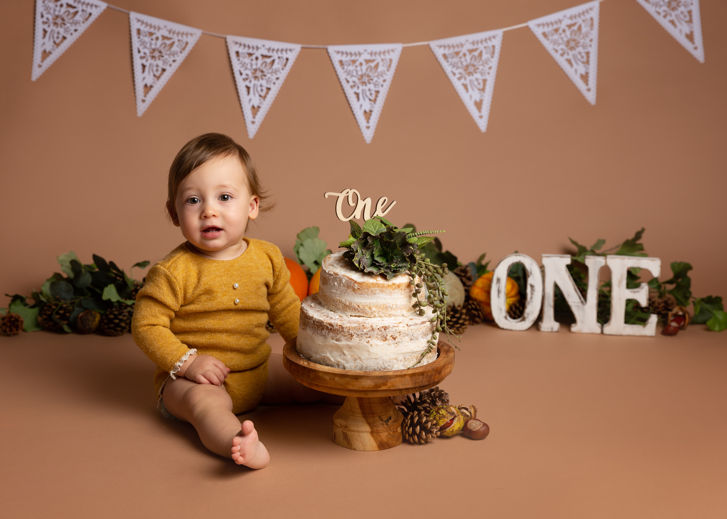 Beautiful autumn colour scheme cake smash photo shoot in Cheshire