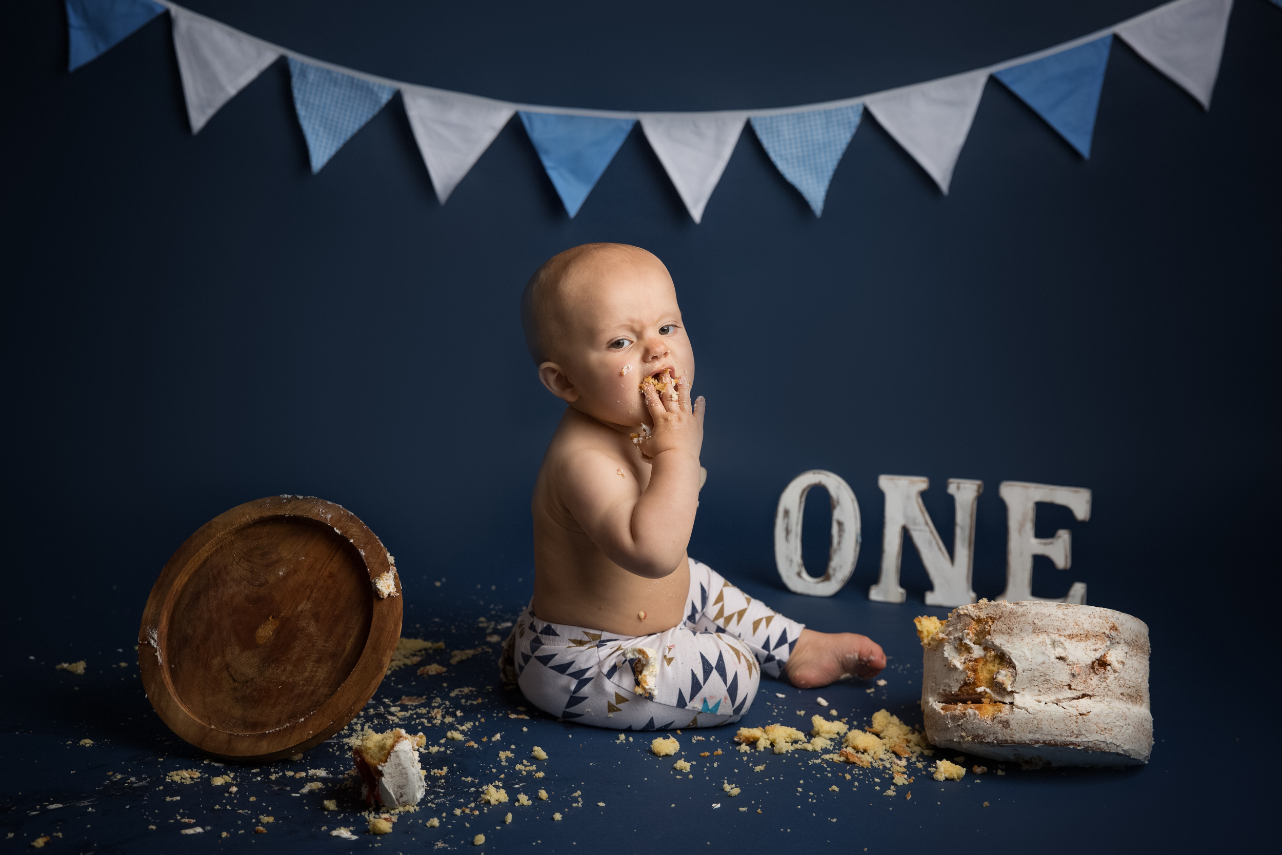 A navy blue and white themed cake smash photo shoot in Cheshire