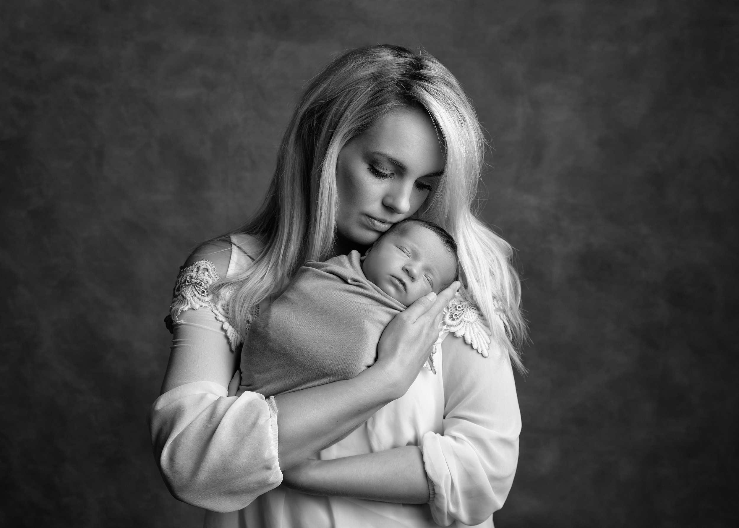 Wrapped newborn baby in mummy's arms by Cheshire newborn photographer in Sandbach