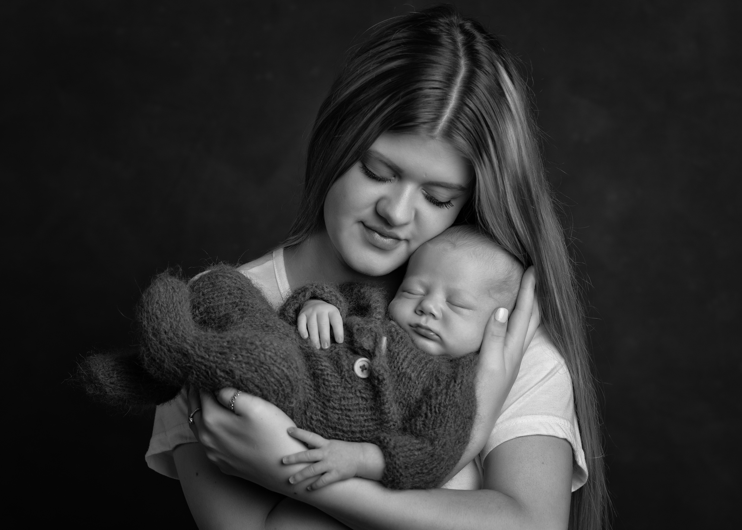 Baby and mummy photo in black and white by Cheshire newborn photographer in Sandbach